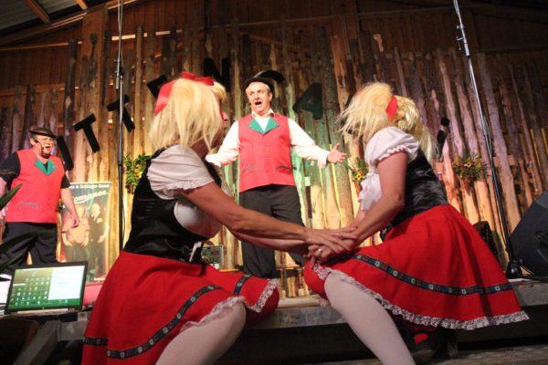 Die Nüfermer Herzbuebe begeisterten nicht nur die beiden Mädels